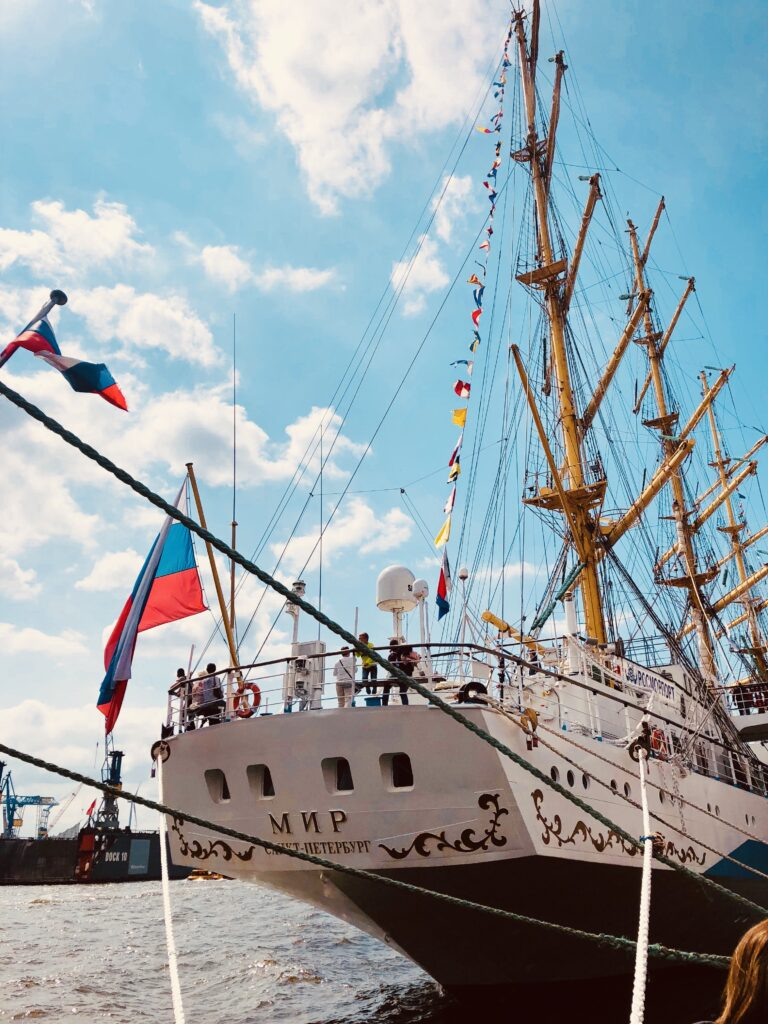 Russian ship Mir in Hamburg