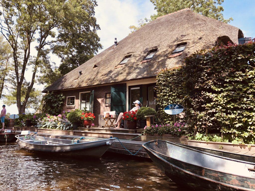 Enjoy a boat trip in Giethoorn