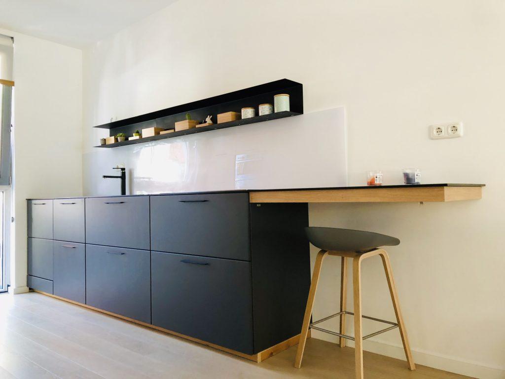 Kitchen black counter top Fenix