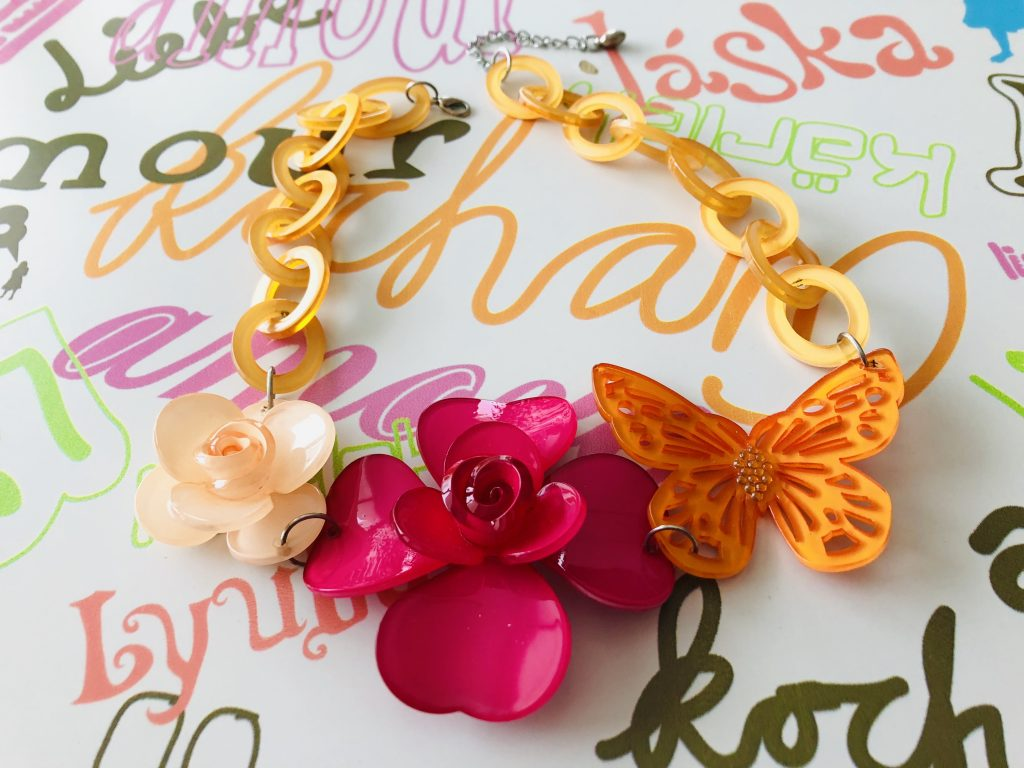 Accessories - Plastic necklace