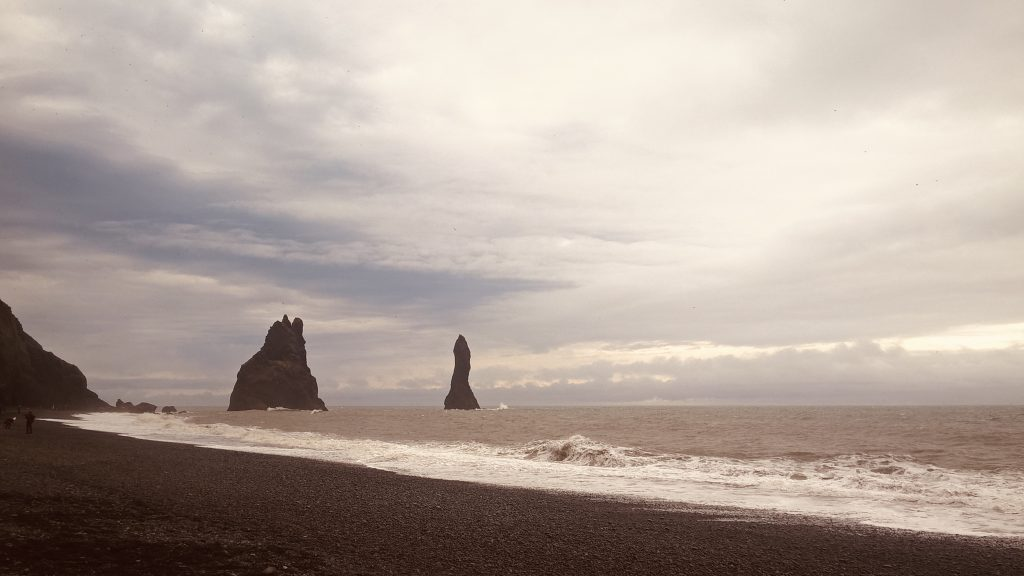 How to plan a 4-days breathtaking itinerary to Iceland - Reynisfjara black sand beach