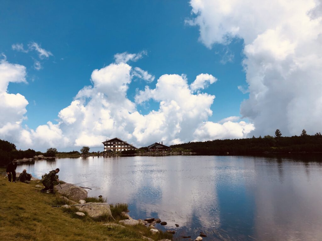 Bezbog Hut and Popovo Lake