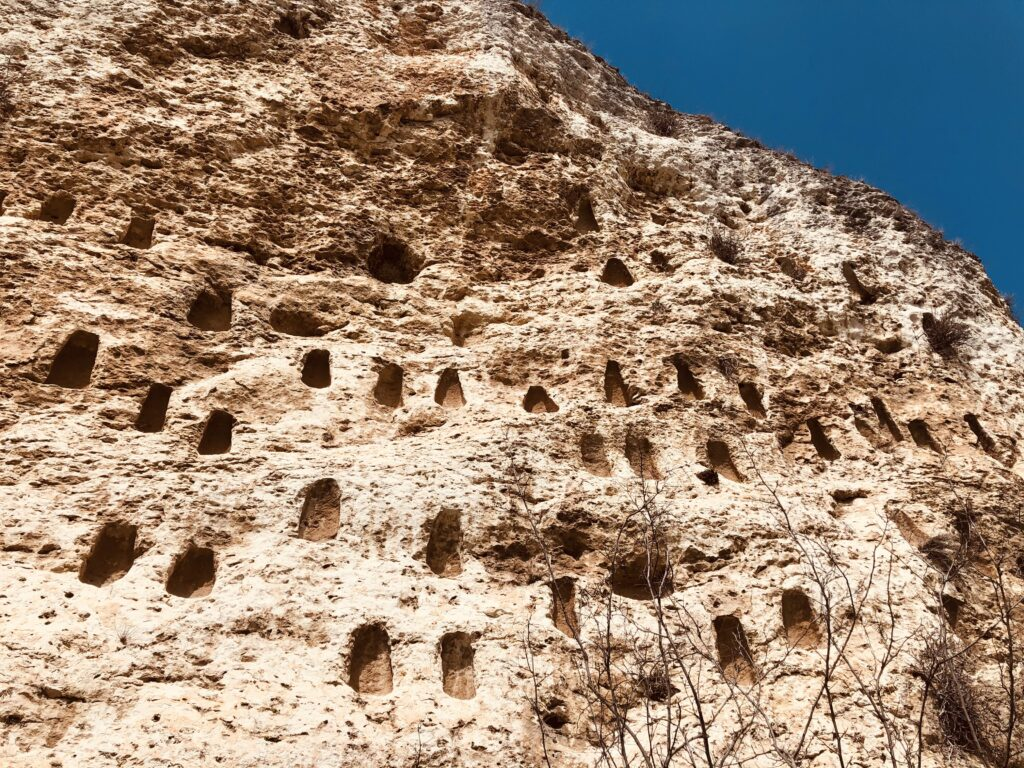 Trapezoidal niches in Bulgaria - Kovan Kaya